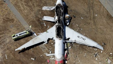 THE PLANE CRASH 741163-us-boeing-777-crashes-at-san-francisco-airport