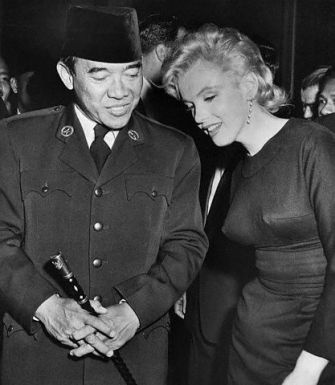 Marilyn Monroe Standing with President Sukarno