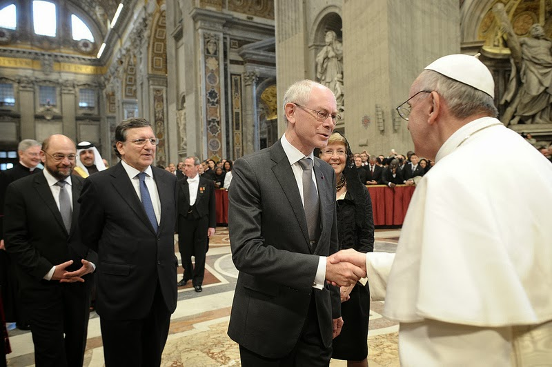Above image - the chief staff of EU paying homage to their emperor, the Jesuit pope.