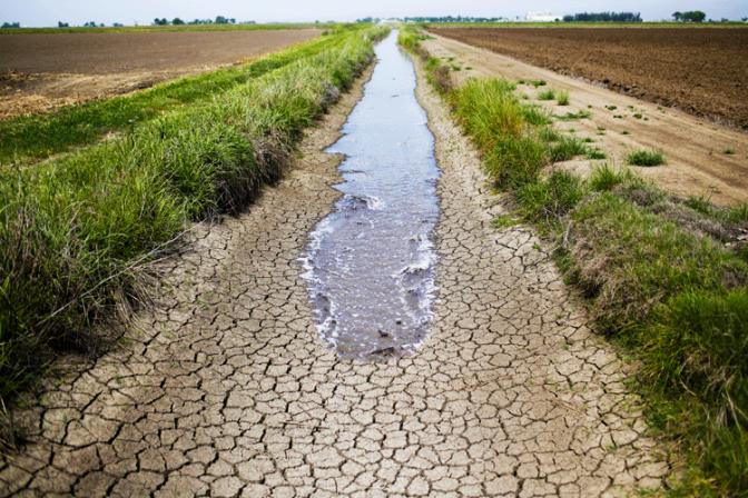 california_drought_irrigation_canal
