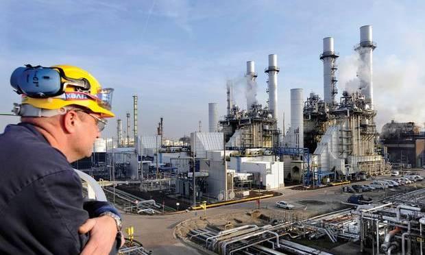 Crude Awakening: Dutch Shell Profit Plunges 56%