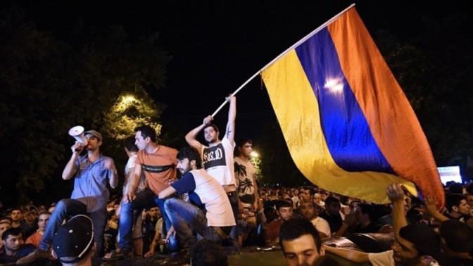 Victoria Nuland Starts Color Revolution in Armenia