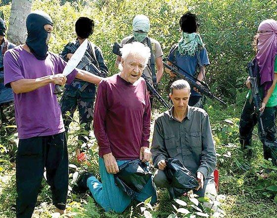 This photo released by the Abu Sayyaf shows German hostages Stefan Viktor Okonek and Herike Diesen. (Photos from website worldanalysis.net)