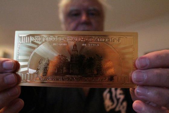 neil-keenan-fake-gold-dollar03