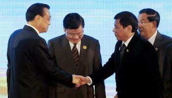 Duterte&中国プレミア李克強はオバマChickenedアウトとして握手をしました