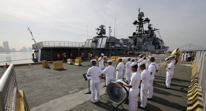 russian-navy-visits-manila