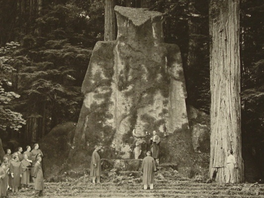 02-bohemian-grove-owl-ceremony-day-bw