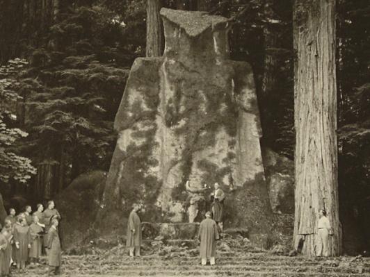02-bohemian-grove-owl-ceremony-day-bw