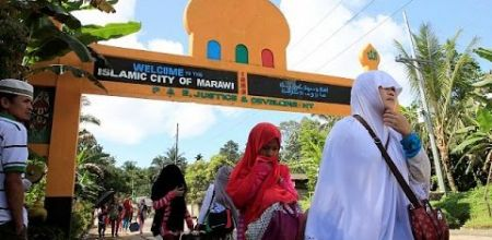 Muslim civilians were helping Christians flee Marawi City.