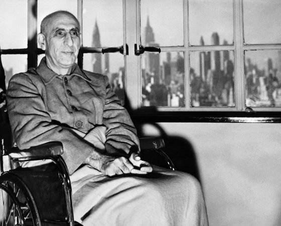 © AFP 2017/ STRINGER / INTERCONTINENTALE  Picture released On October 1951 of Iranian Prime minister Mohammed Mossadegh sitting on a wheelchair, in an hospital of New York.
