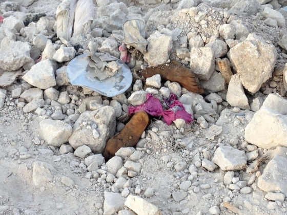 Feet poke from the rubble of the Old City of Mosul (MEE)