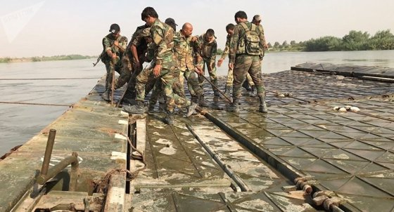 Russian service specialists have built a bridge across the Euphrates river in Deir ez-Zor in order to transport military hardware.